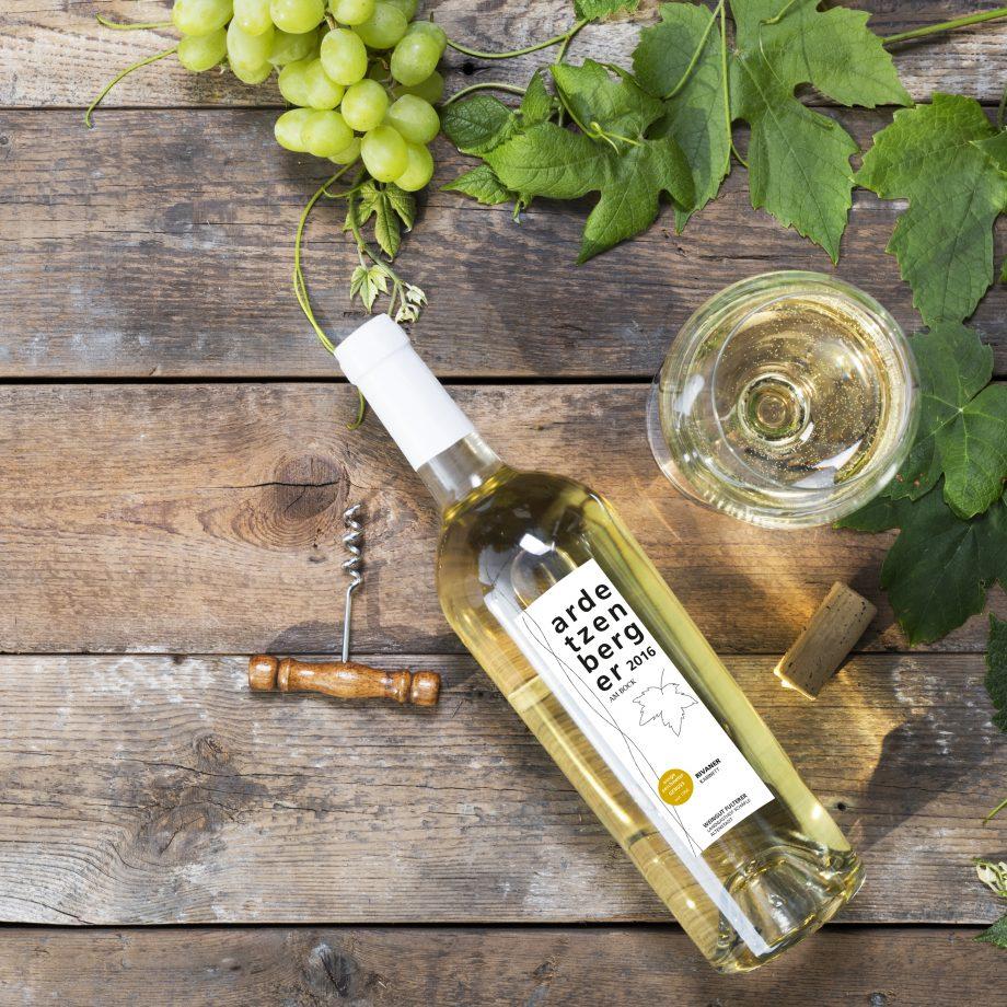 Stilvoll. Wein aus Vorarlberg. Optisch ansprechendes Etikettendesign.